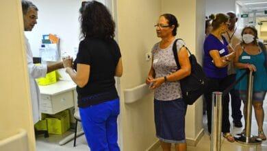 Foto de Lei prevê multa de até R$ 98 mil para fura-fila da vacina em SP